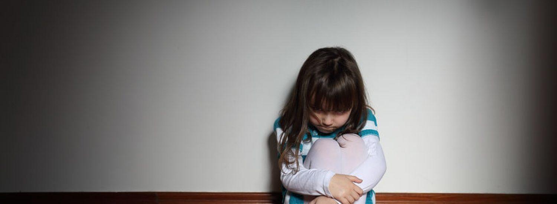 חקירת התעללות - תמונה של ילדה שמפחדת